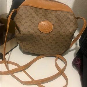 Gorg! Authentic Vintage Gucci Crossbody Bag